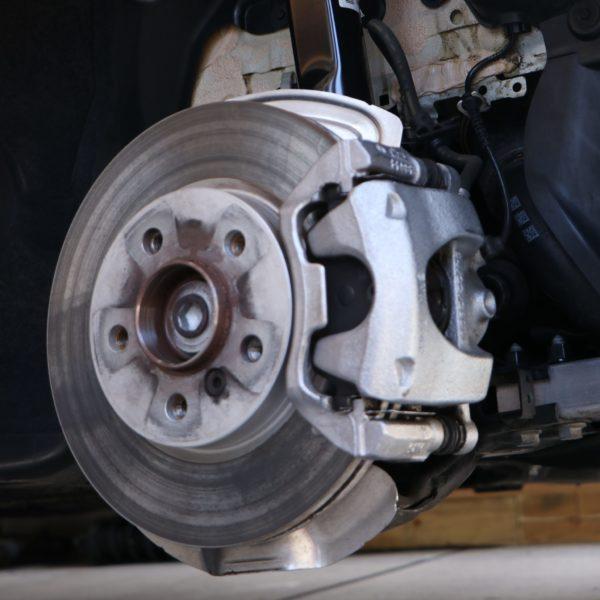 image-日本車と輸入車の違い-第2弾-「ホイルボルトの差」 ボルト1本で大きな違い | 日本車と輸入車の違い-第2弾-「ホイルボルトの差」 Car Shop Dearsign
