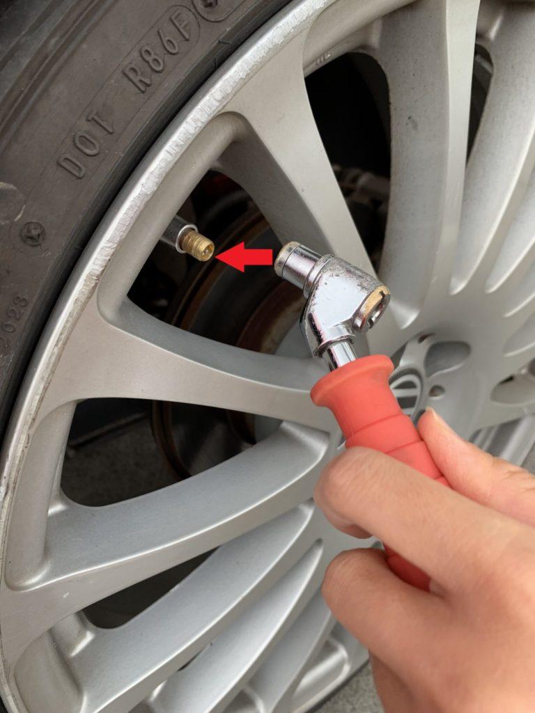 image-【column】こんなに簡単!女性一人でできちゃう『タイヤの空気入れ』 | Car Shop Dearsign